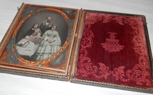 the open case, with William Richard Randell (the riverboat captain), with his wife Elizabeth, second son William Beavis Randell, and his sister-in-law Sarah Nickels. I can't believe there's so much colour in the photo, as well as gold on the frame, and the condition of the red embossed velvet is amazing!