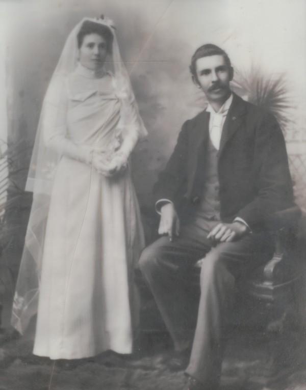 JB Randell & Ella Sinkinson wedding photo