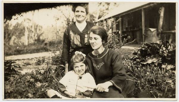 Ella Randell (nee Sinkinson) with oldest daughter Annie, and youngest Evelyn